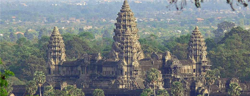 US$160 1 Day Private Tour Siem Reap to Angkor wat, Ta Phrom, Bayon tomb Raiders.